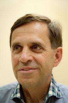 Hier sehen Sie ein Foto von Dr. Theo Saxer - Referent an der Yoni Academy
